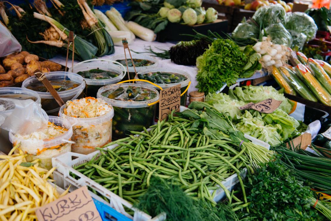 hala mirowska, najlepsze stoiska, gdzie na zakupy w centrum, bazar warszawa, najlepszy bazar, lokalne jedzenie, gdzie na zakupy, produkty rzemieślnicze, hala gwardii, najlepsze warzywa i owoce pod halą mirowską