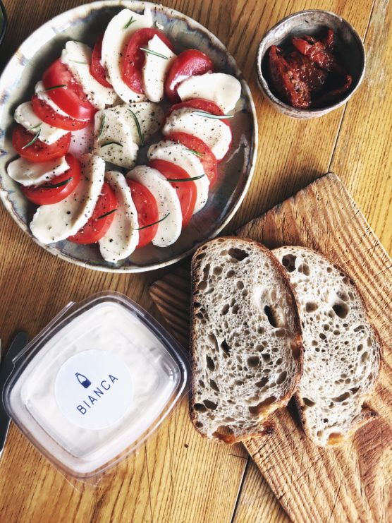 kukbuk poleca, biancamozzarella, produkt rzemieslniczy, sery warszawa. najlepsza mozzarella warszawa, gdzie kupie prawdziwa mozzarelle warszawa, gastroalert, kaja przygonska, targ kreglicckich