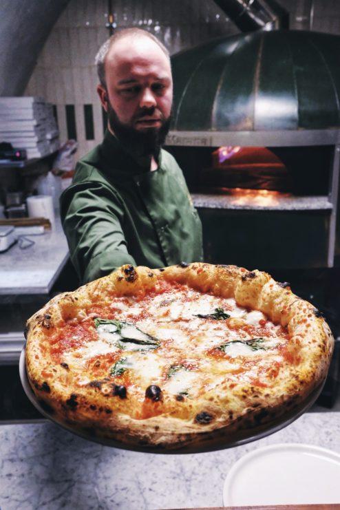najlepsza pizza neapolitanska, gdzie na pizze w warszawie, najlepsza pizza warszawa, pizza neapolitańska, piec opalany drewnem, dziurka od klucza