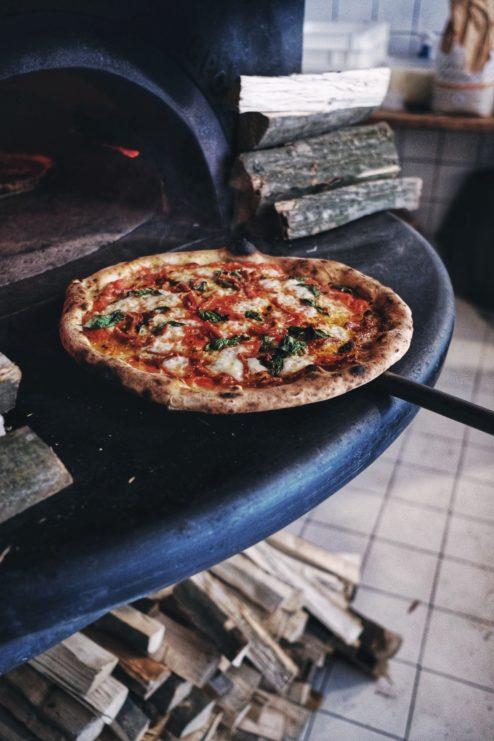 najlepsza pizza neapolitanska, gdzie na pizze w warszawie, najlepsza pizza warszawa, pizza neapolitańska, piec opalany drewnem, pizzaiolo krucza