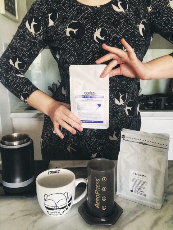 aeropress, jak zaparzyc w nim kawe, roastains, kawa mielona, kawa speciality